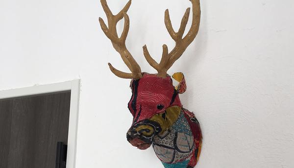 鹿の壁飾りのサムネイル