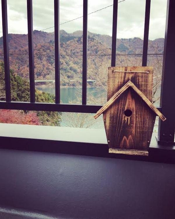 手作りの鳥の巣箱のサムネイル
